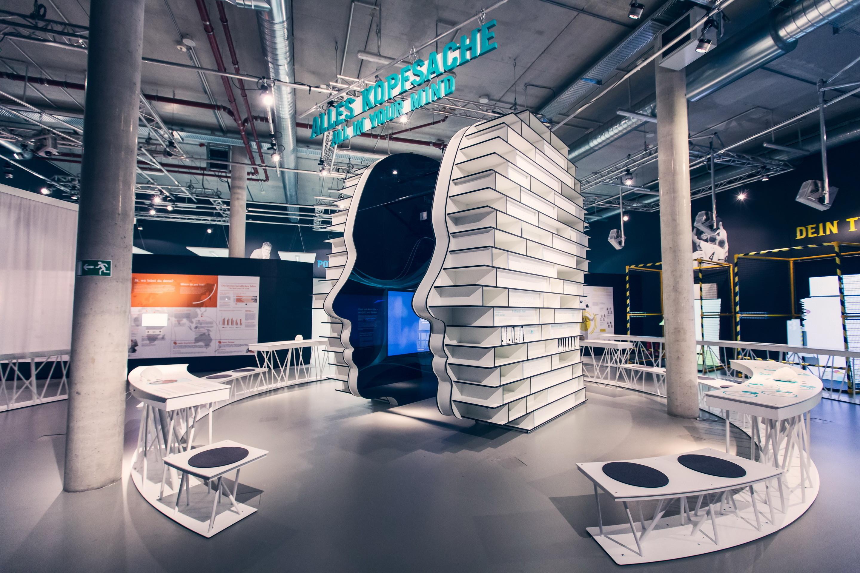 """ey alter"""": interaktive ausstellung im gasometer berlin schöneberg"""