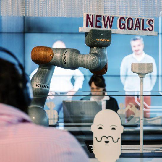 Interaktive Ausstellung Exponat Kuka Roboter Ey Alter Stuttgart