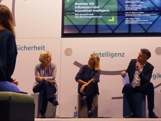 Prof. Dr. Claudia Buente beim SRH-Expertentalk zum Thema künstliche Intelligenz bei EY ALTER
